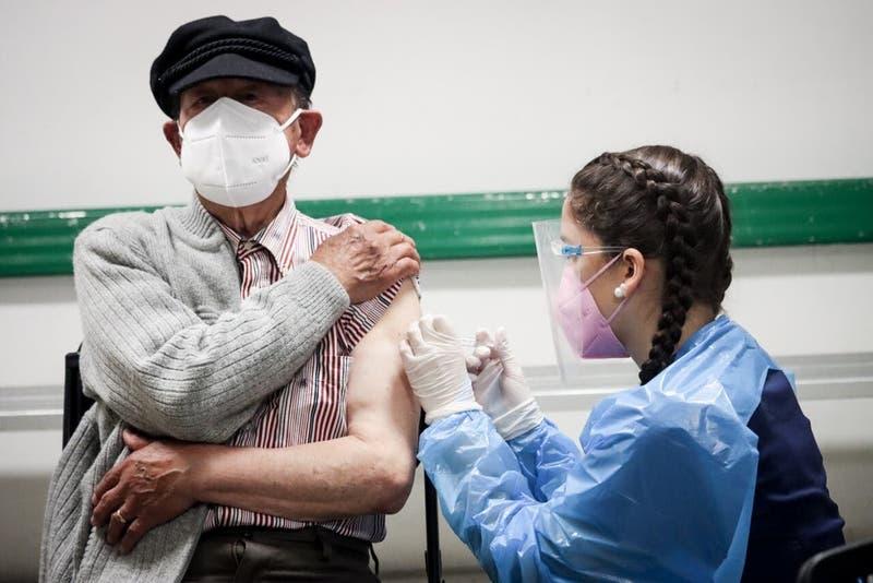 ¿Cuál es el riesgo de caer en UCI por COVID-19 en base a edad y la vacunas?