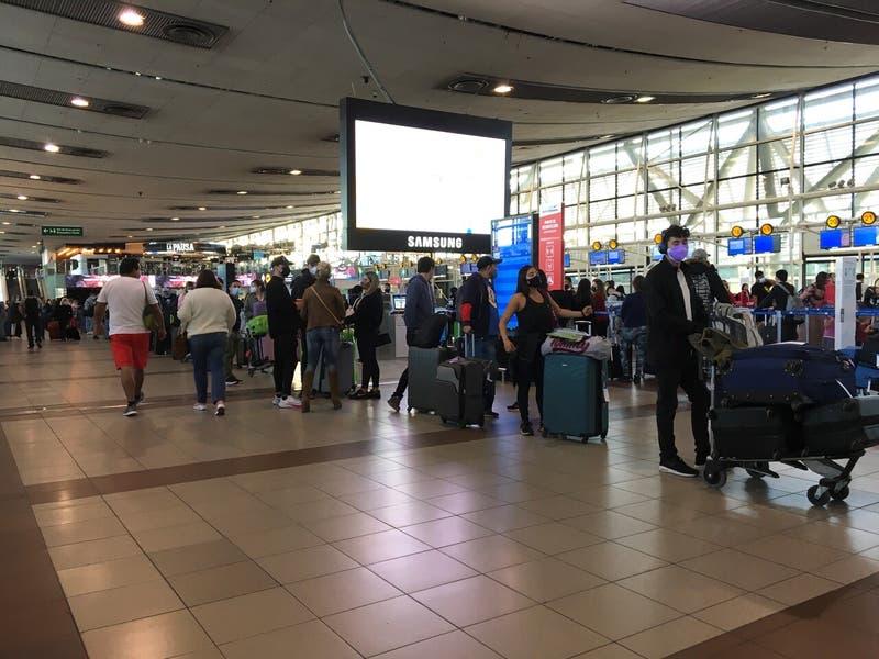Gobierno extiende cierre total de fronteras para extranjeros y salida de chilenos