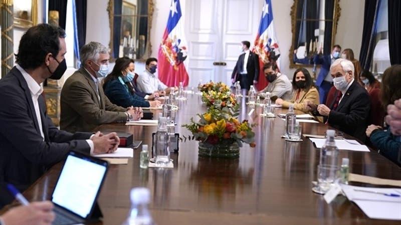 Presidente Piñera encabeza encuentro con representantes de pymes