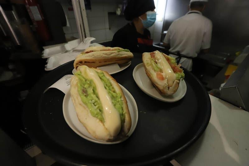 """Hot dog, completo o tocomple: El """"debate"""" de los candidatos presidenciales de Chile Vamos"""
