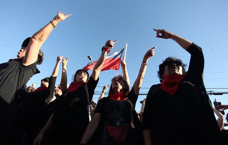 """Comisión de Mujer aprueba en general proyecto """"sin consentimiento es violación"""""""