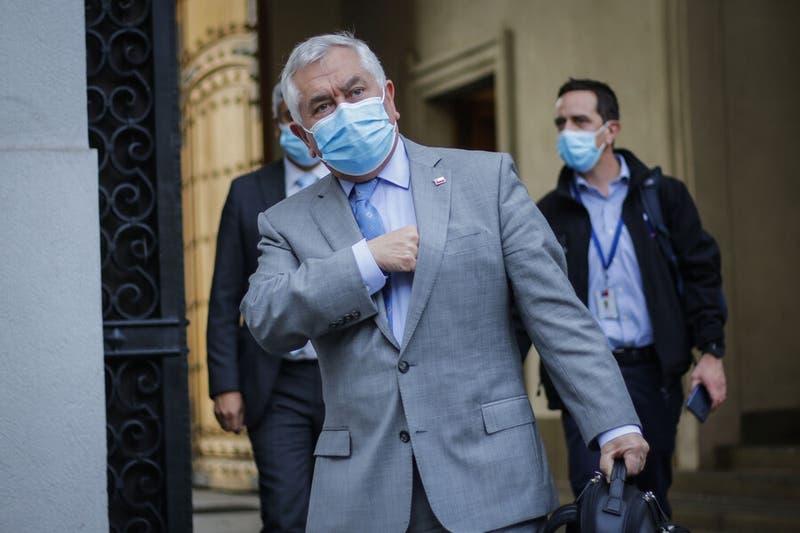 """Ministro Paris a adultos mayores: """"Abracen a sus nietos, salgan a la calle, porque se lo merecen"""""""
