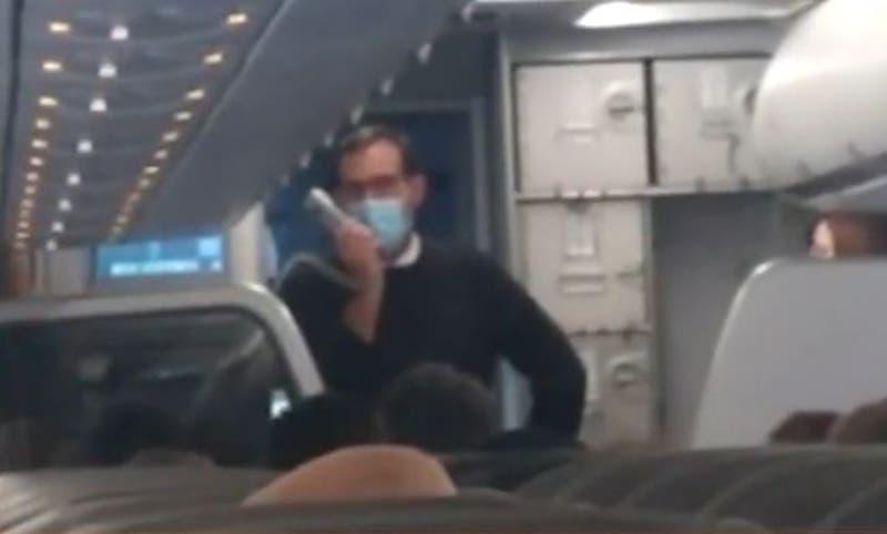 Sacó aplausos: Tripulación de vuelo que sufrió desperfecto en Concepción agradeció a los pasajeros