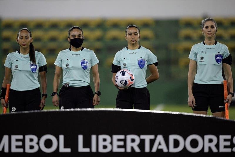 Dos chilenas hicieron historia al integrar primer cuarteto arbitral femenino en Copa Libertadores