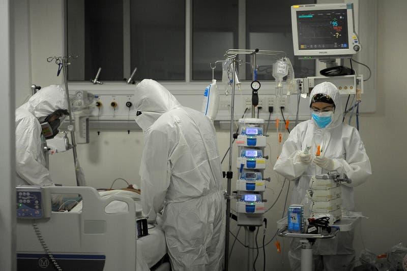 """onfirman pacientes COVID-19 infectados por """"hongo verde"""" en Chile"""