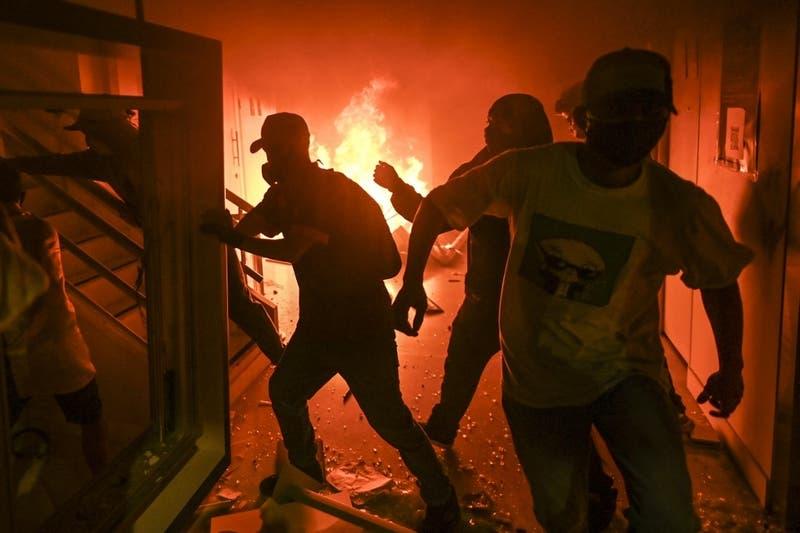 Al menos 10 muertos deja jornada de protestas en ciudad colombiana de Cali