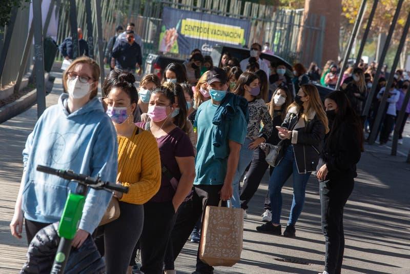Coronavirus en Chile: Tercer día consecutivo con más de 8 mil casos activos reportados