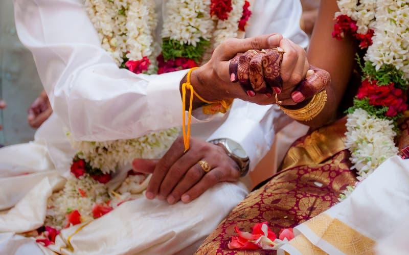 India: Mujer murió justo antes de su boda y el novio... ¡se casó con la hermana menor!