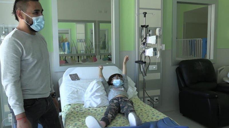 [VIDEO] Niña con PIMS se recuperó tras estar grave varios días