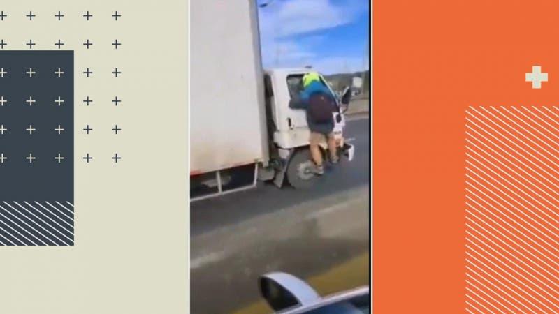 """[VIDEO] Arriesgada maniobra: Se colgó de puerta de camión para """"detenerlo"""""""