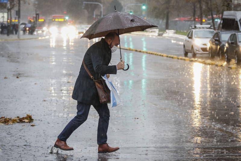 """Dirección meteorológica emite alerta por """"fuertes precipitaciones """" en cinco regiones"""