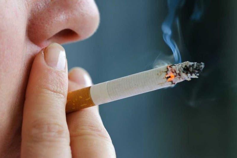 Los efectos del humo de tercera mano en los hogares con fumadores