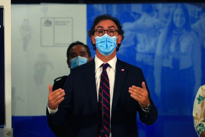 """Figueroa dice lo quieren acusar constitucionalmente """"por hacer lo necesario"""" para regreso a clases"""
