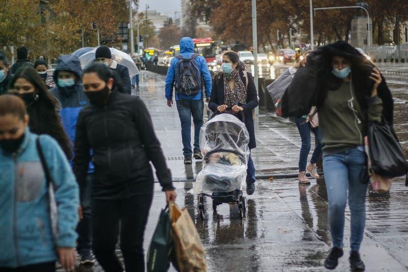 Con probabilidad de lloviznas: ¿Cómo estará el tiempo en Santiago este martes?