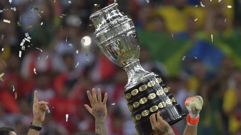 Bolsonaro habría confirmado que la Copa América 2021 será en Brasil y dio a conocer sedes