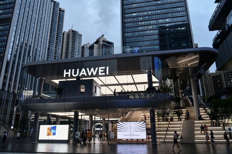 Huawei lanza su propio sistema operativo para enfrentar sanciones de EE.UU.