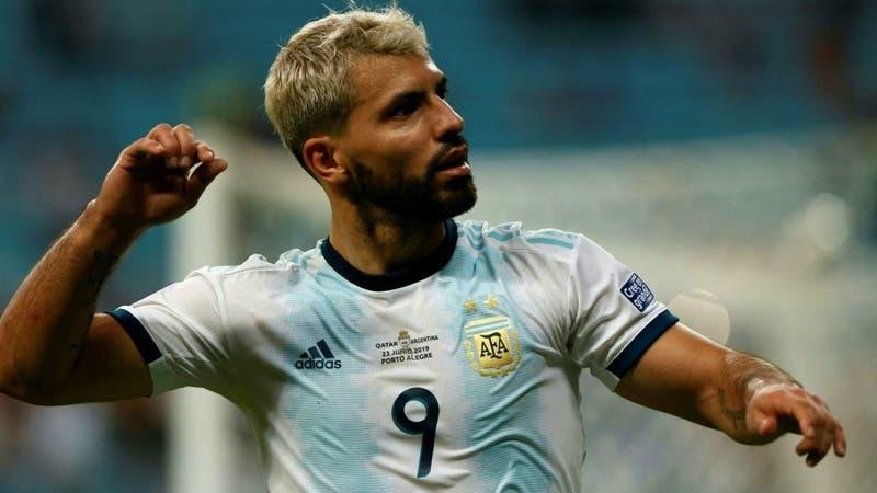"""Descartan contagio por COVID-19 del """"Kun"""" Agüero y estará disponible para el duelo ante Chile"""