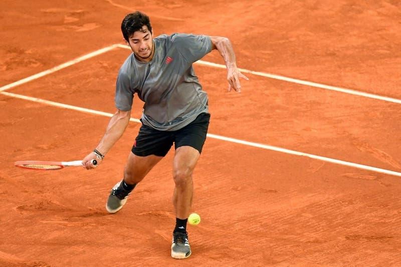 Garín se repuso y venció a McDonald para avanzar en Roland Garros tras casi cuatro horas de juego