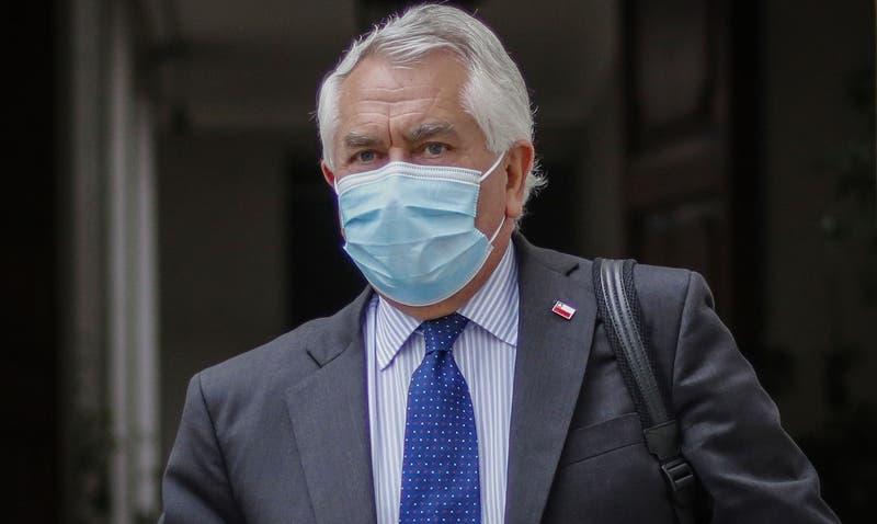 Paris explica decisión de suspender vacunación con Astrazeneca en menores de 45 años
