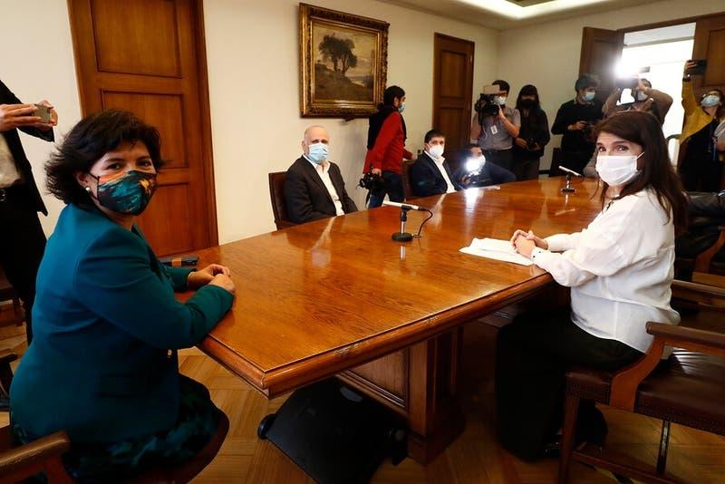 "Provoste responde emplazamiento de Narváez para definir candidatura: ""Que nadie se ponga nervioso"""