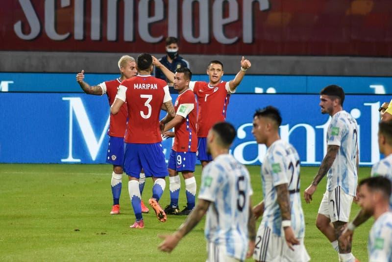 Alexis Sánchez llega a 46 festejos y extiende su ventaja como máximo anotador de La Roja