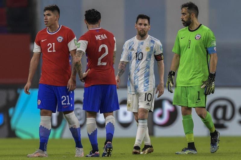 """Está Bravo, Leo"": Diario argentino se rinde ante el arquero de Chile"