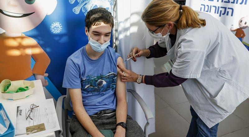 CDC de EEUU refuerza necesidad de vacunar a adolescentes tras aumento de hospitalizaciones