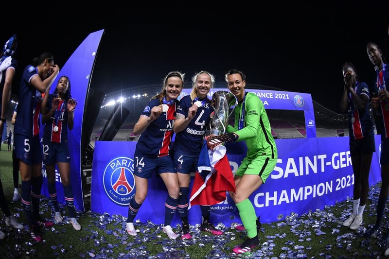 Christiane Endler se corona campeona de la Liga de Francia junto al París Saint-Germain