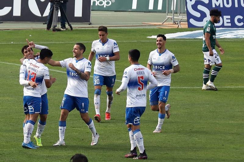 Católica derrotó a Wanderers y sigue como puntero del campeonato