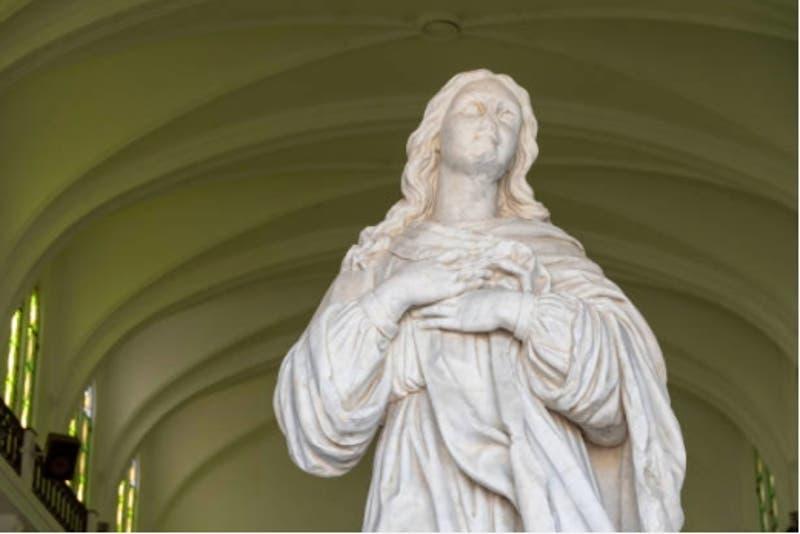 Niña muere aplastada por estatua de la virgen Sagrado Corazón en Colombia