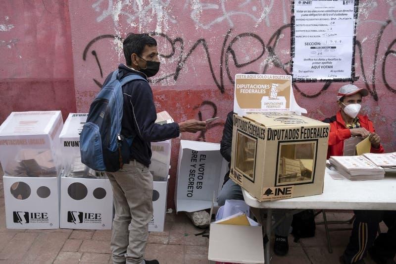 Arrojan cabezas humanas en centros de votación en México