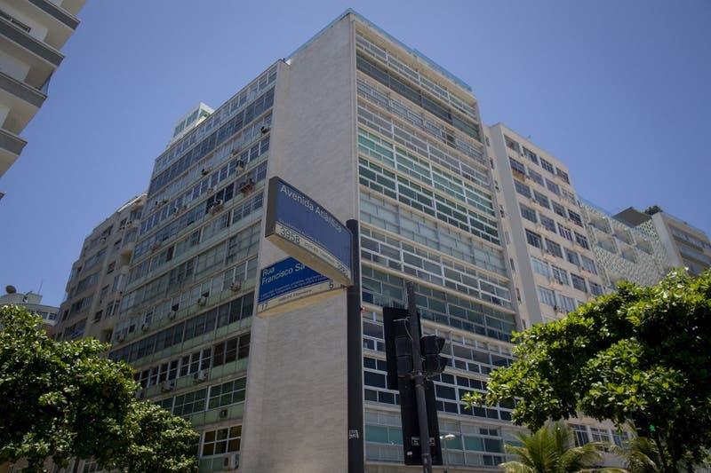 Trágico final en Brasil: Hombre salta con su hija de 6 años desde un piso 17 arrancando de Interpol