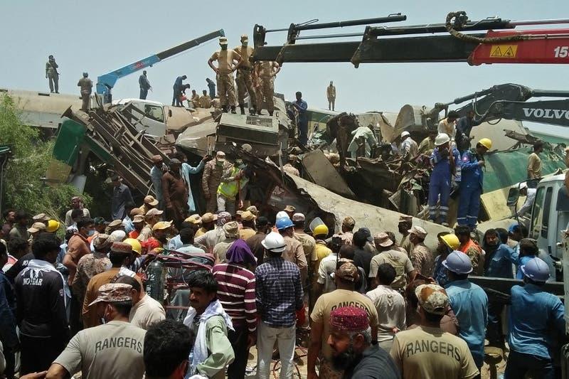 Al menos 34 muertos en un accidente ferroviario en Pakistán