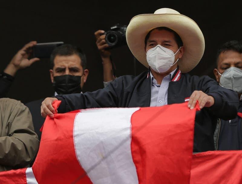 Presidente de Perú designa a una ambientalista como jefa de nuevo gabinete