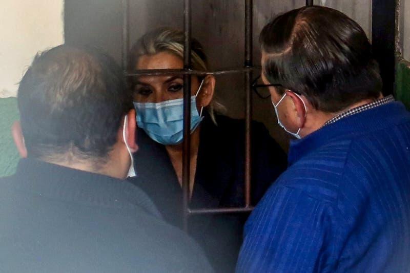 Jeanine Áñez sufrió descompensación tras siete horas de interrogatorio