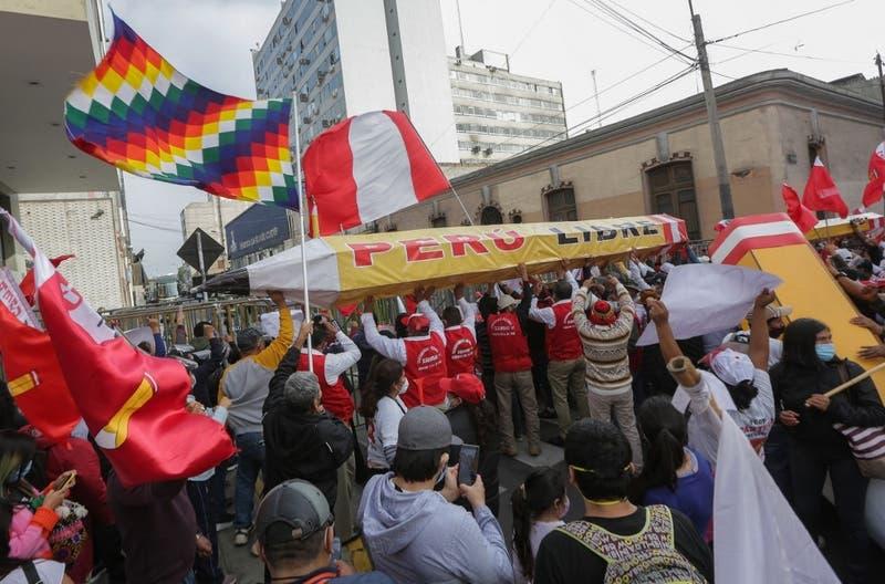 Día negro para los mercados peruanos post elecciones también llega hasta Santiago