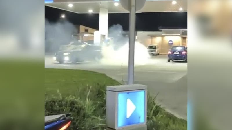 Polémica manifestación de conductores por alza del combustible