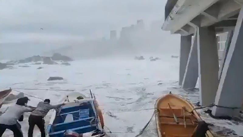 Marejadas: Olas de hasta siete metros azotaron el litoral central