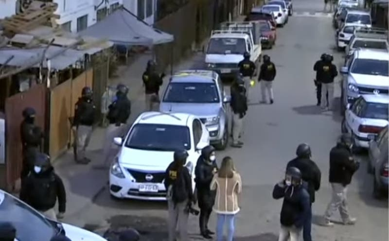 Al menos 22 detenidos tras masivo operativo de la PDI en Lo Barnechea