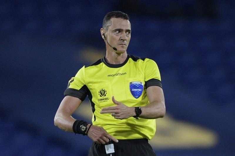 Conmebol designa árbitro para el debut de La Roja ante Argentina en Copa América