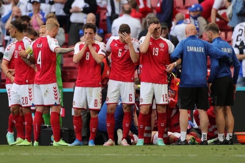 Volante Christian Eriksen se desmaya en pleno Dinamarca- Finlandia en la Euro 2021