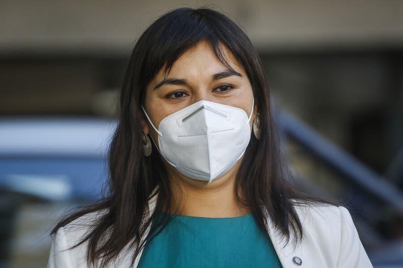 """Izkia Siches tras cuestionamientos de ministro Paris al personal de salud: """"Son muy desafortunados"""""""