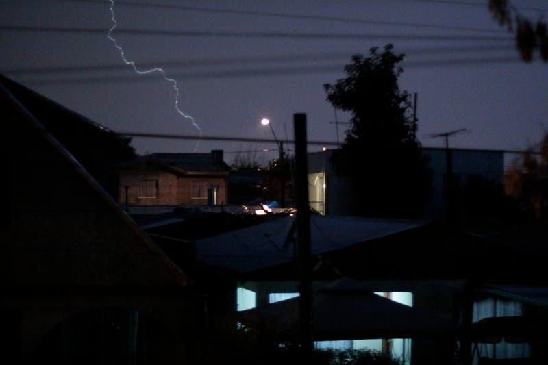Meteorología alerta desde Atacama a Santiago por tormentas eléctricas