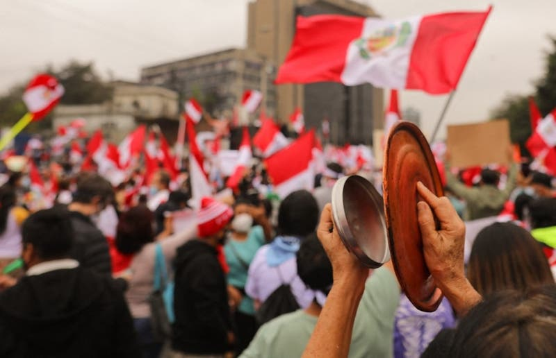 Perú cumple una semana sin saber quien será nuevo presidente