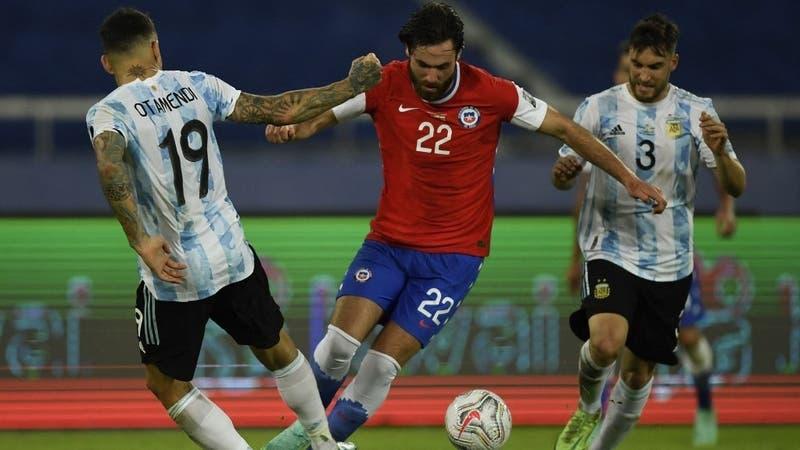 La Roja destaca el debut de Ben Brereton ante Argentina con un maradoniano tuit