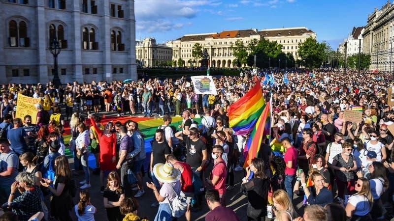 Parlamento húngaro aprueba ley que prohíbe hablar de la homosexualidad en etapas escolares