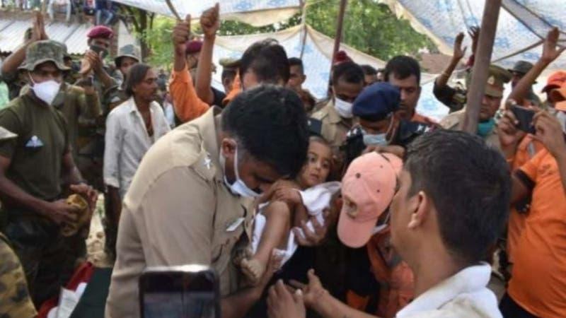 Niño de tres años es rescatado tras caer a pozo de casi 40 metros