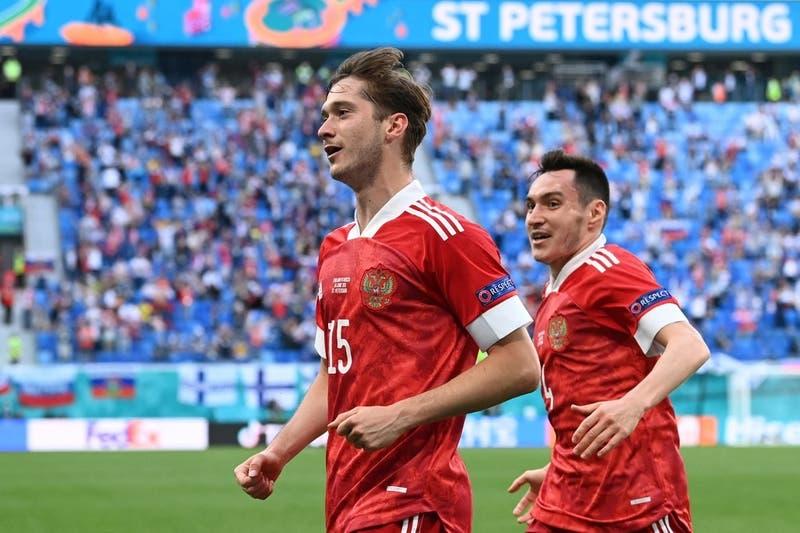 Rusia vence a Finlandia y logra su primera victoria en la Eurocopa 2020