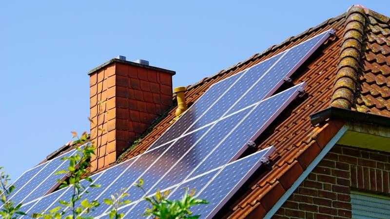 Casa Solar: Cómo postular al subsidio para acceder a paneles solares para la vivienda
