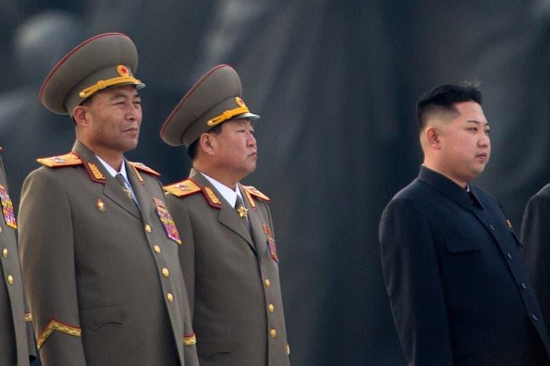 """Kim Jong Un dice que Corea del Norte debe prepararse para el """"diálogo y la confrontación"""" con EEUU"""